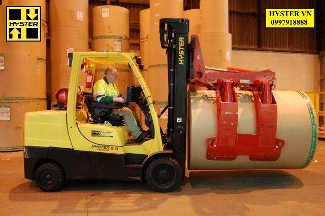 Xe kẹp giấy HYSTER tại nhà máy bao bì lớn nhất Việt Nam
