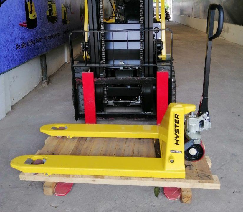Tặng xe kéo tay Pallet Hyster – 2.5 tấn – trị giá 8.5 Triệu